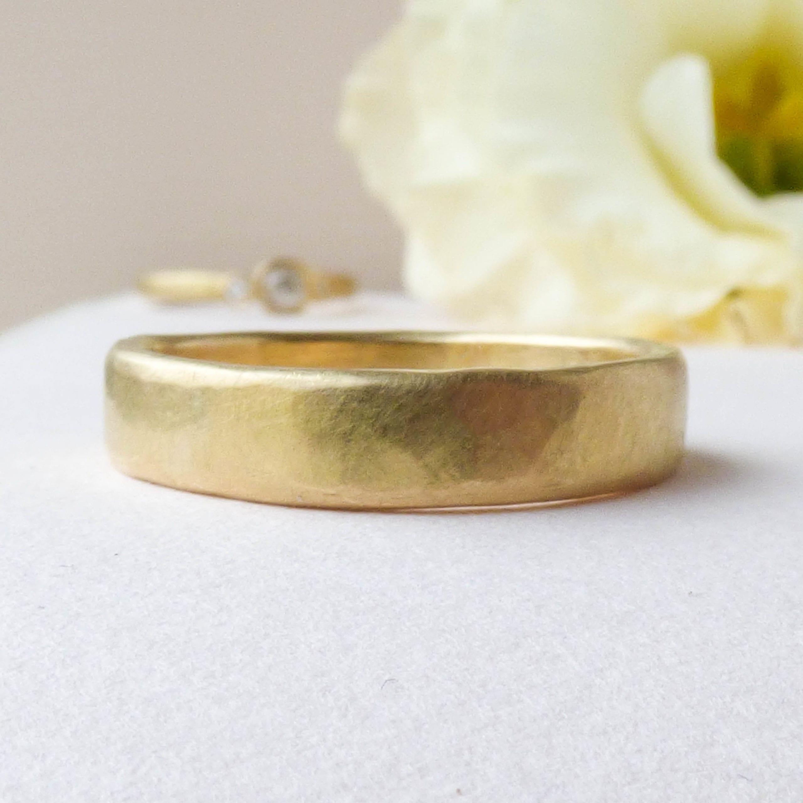 Aria ethical wedding ring, 18ct Fairtrade gold